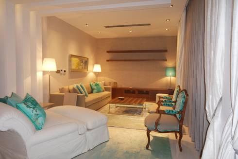 Sala de Estar: Salas de estar clássicas por Stoc Casa Interiores