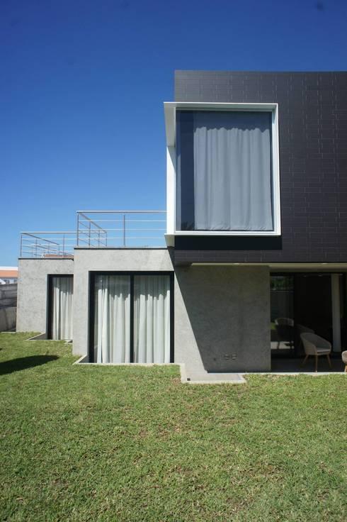 X/A Apartments: Casas  por X|A - Arquitetura e Turismo, Lda