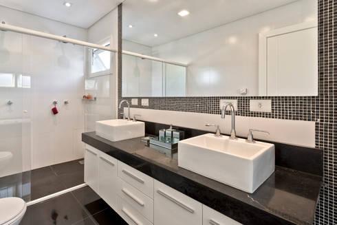 RMS: Banheiros clássicos por Angelica Pecego Arquitetura