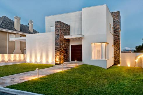RMS: Casas modernas por Angelica Pecego Arquitetura