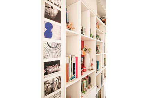 Biblioteca M1: Estudio de estilo  por PUNCH TAD