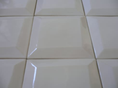 Azulejaria contemporânea.: Casas de banho modernas por Tardoz