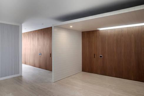 Sala Íntima: Salas de estar modernas por Fabio Rudnik Arquitetura