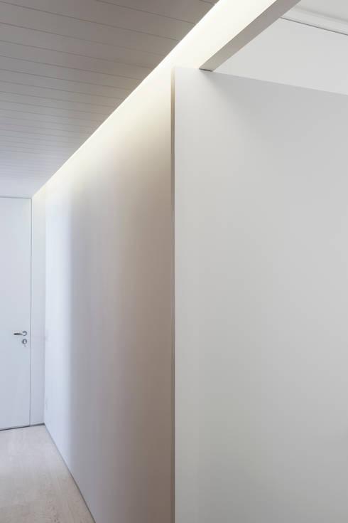 Circulação: Corredores e halls de entrada  por Fabio Rudnik Arquitetura