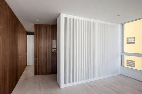 Hall Social: Paredes  por Fabio Rudnik Arquitetura