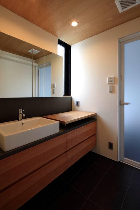 Bathroom by 有限会社Kaデザイン
