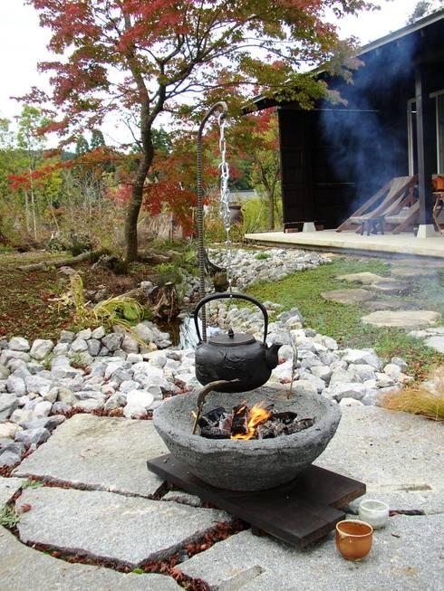移動できる庭囲炉裏: 木村博明 株式会社木村グリーンガーデナーが手掛けた庭です。
