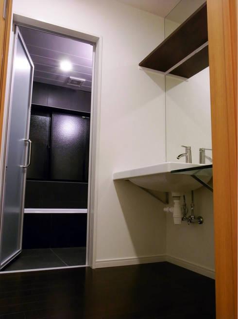 moderne Badezimmer von 姫松親一郎建築設計事務所