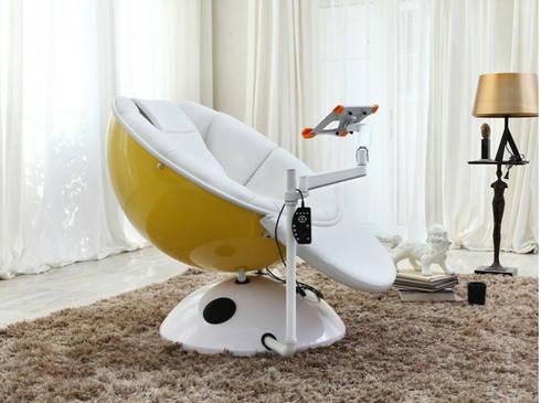 Gllamor Cap Laptop chair: modern Bedroom by Gllamor