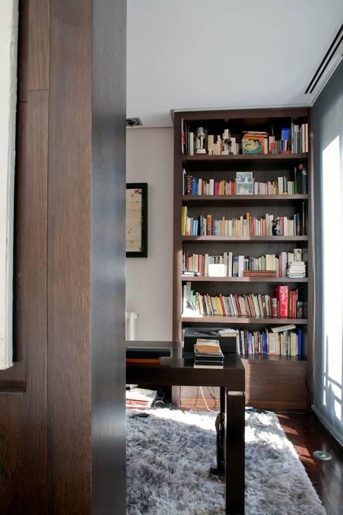 PINO: Estudios y despachos de estilo  de MILLENIUM ARCHITECTURE