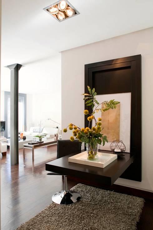 PINO: Comedores de estilo  de MILLENIUM ARCHITECTURE