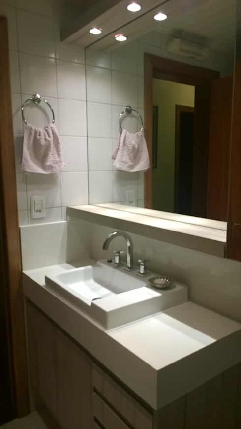 Banho Social: Banheiros modernos por Liana Salvadori Arquitetura e Interiores