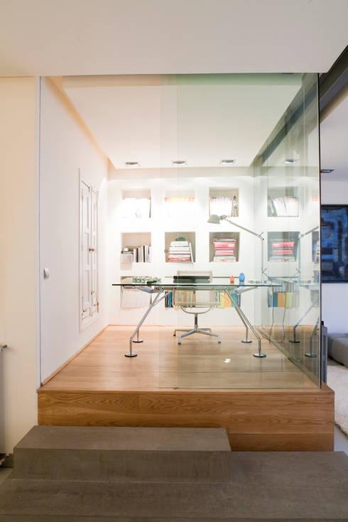 SALUD: Estudios y despachos de estilo moderno de MILLENIUM ARCHITECTURE