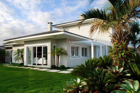 Casa de Praia em Xangri-lá - RS: Casas modernas por Londero Moraes Arquitetura & Design