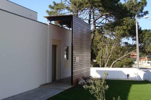 Moradia Unifamiliar: Casas minimalistas por AcAm - Arquitectos