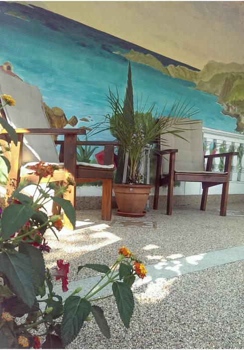 mediterrane terrasse mit natursteinteppich von balkon. Black Bedroom Furniture Sets. Home Design Ideas