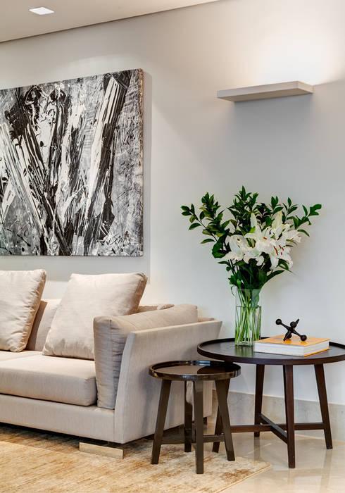 Detalhe : Salas de estar modernas por Lage Caporali Arquitetas Associadas