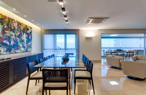 Sala de Jantar: Salas de jantar modernas por Lage Caporali Arquitetas Associadas