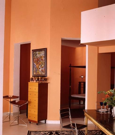 ESTUDIO: Salones de estilo  de MILLENIUM ARCHITECTURE