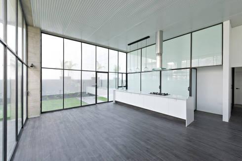 Interior 2: Cocina de estilo  por Proyecto Cafeina