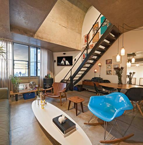 Loft Funcionários: Corredores e halls de entrada  por Dubal Arquitetura e Design