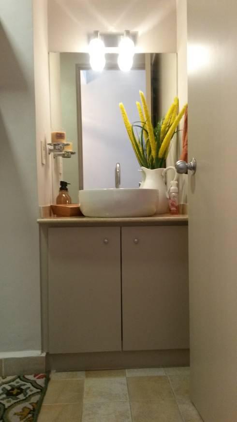 DESPUÉS, Baño visitas:  de estilo  por Purista Interiorismo