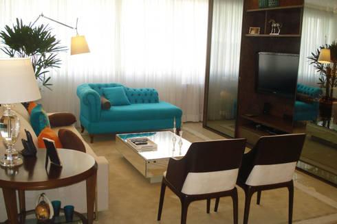 Sala de Estar com Home: Salas multimídia clássicas por Atelier Espaço Santa