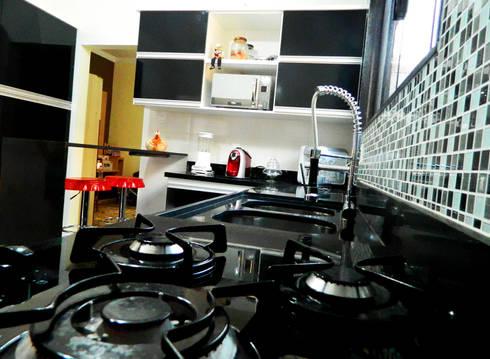 Cozinha Moderna: Cozinhas tropicais por Millena Miranda Arquitetura