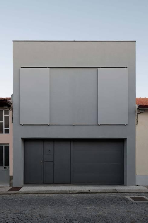 Casa em Matosinhos I: Casas modernas por Jorge Domingues Arquitectos