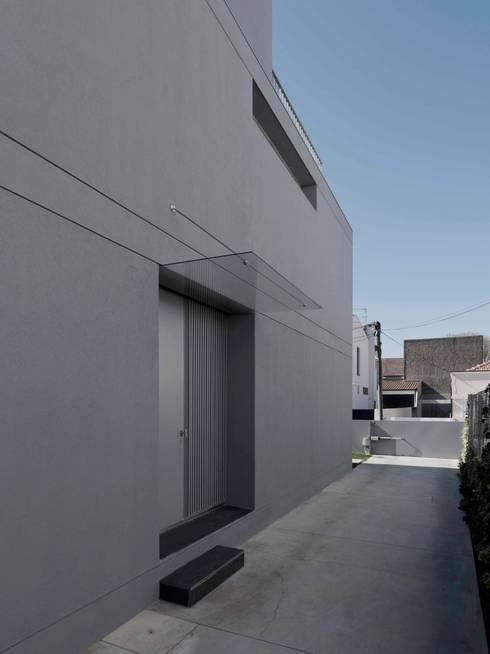 Casa em Matosinhos II: Casas modernas por Jorge Domingues Arquitectos