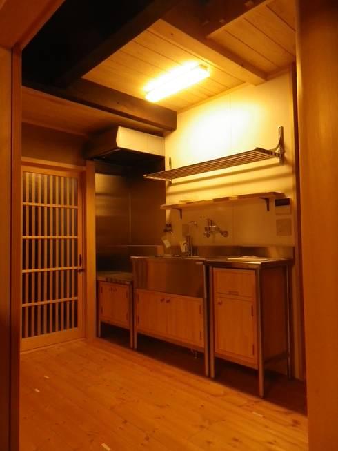 Cocinas de estilo  por 末川協建築設計事務所