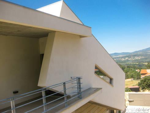 Casa TENEDÓRIO, Loivo: Casas modernas por SOLE ATELIER, LDA