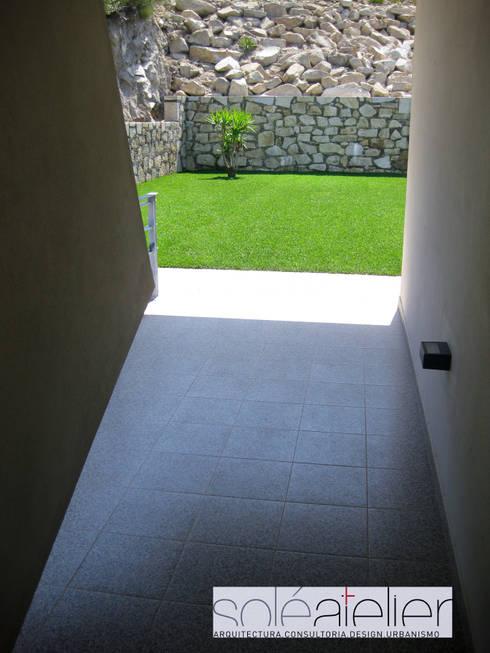 Casa TENEDÓRIO, Loivo: Jardins modernos por SOLE ATELIER, LDA