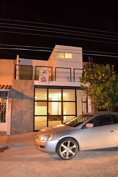 Casas modernas por AURA Proyecta