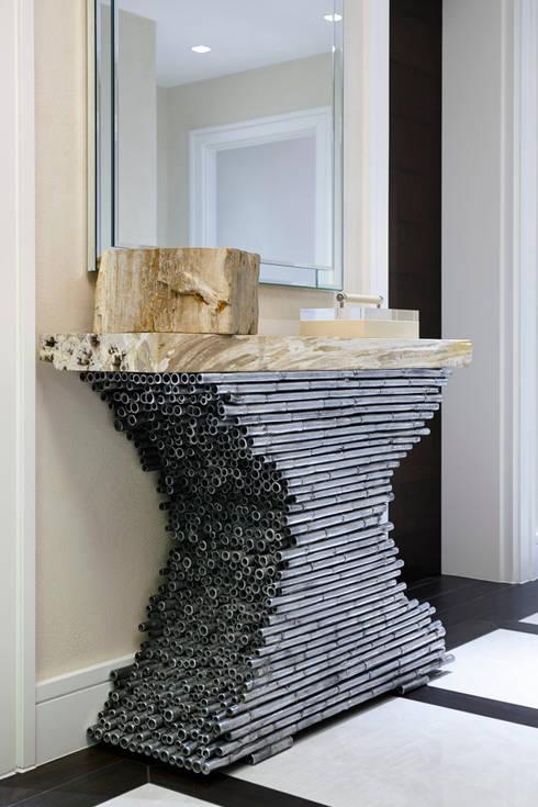 Pasillos y recibidores de estilo  por Keir Townsend