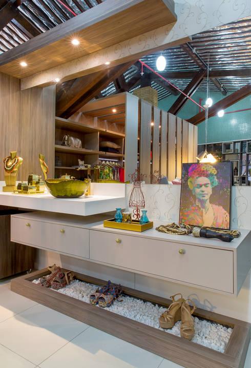 Penteadeira da Estilista: Espaços comerciais  por Bruno Sgrillo Arquitetura