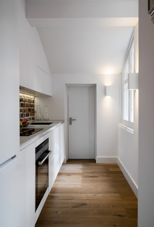 modern Kitchen by ÜberRaum Architects