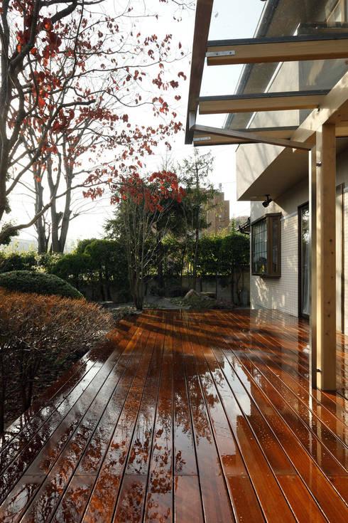 テラス: 竹内建築設計事務所が手掛けたテラス・ベランダです。