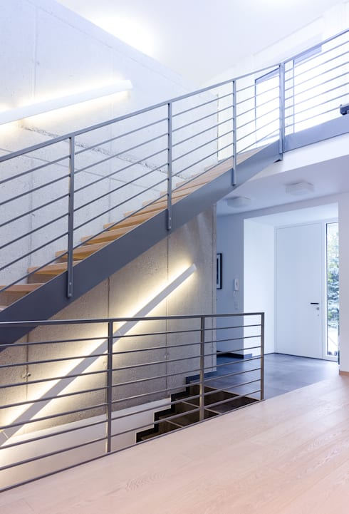 Wohnhaus in Siedlungslage, Österreich:  Flur & Diele von STUDIO 54 Ziviltechniker GmbH