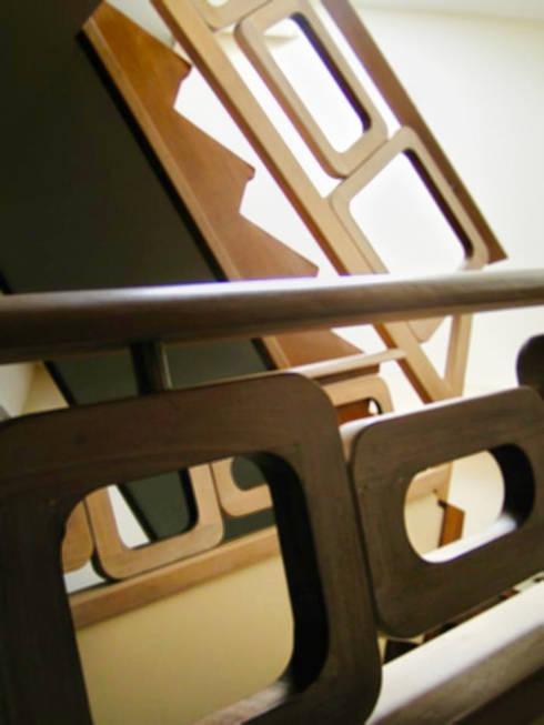 Diseño Escalera: Pasillos y vestíbulos de estilo  por GD Studio CA
