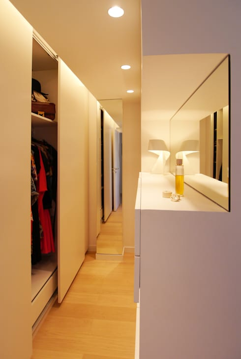 Dressing: Dressing de style de style Moderne par MELANIE LALLEMAND ARCHITECTURES