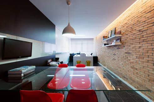 Escritório de Arquitetura: Espaços comerciais  por Saad.Ribeiro Arquitetura e Interiores
