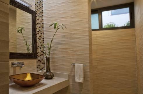 Residencia JC-ROA: Baños de estilo  por AIDA TRACONIS ARQUITECTOS EN MERIDA YUCATAN MEXICO