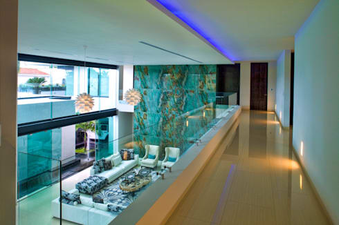 Residencia JC-ROA: Pasillos y recibidores de estilo  por AIDA TRACONIS ARQUITECTOS EN MERIDA YUCATAN MEXICO