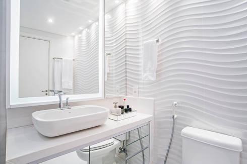 Banheiro da Suíte Master: Banheiros modernos por Adriane Perotoni Arquitetura.Interiores
