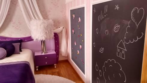 Quarto de menina by andreia Louraço Design e interiores: Quartos de criança modernos por Andreia Louraço - Designer de Interiores (Contacto: atelier.andreialouraco@gmail.com)