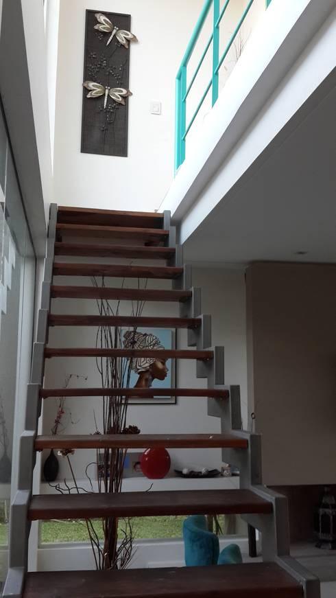 Pasillos y recibidores de estilo  por Arquitectos Building M&CC - (Marcelo Rueda, Claudio Castiglia y Claudia Rueda)