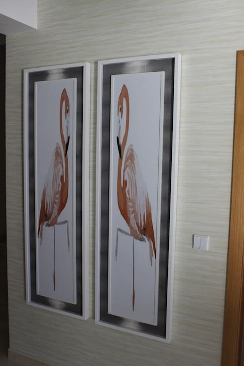 Hall de entrada e corredor by Andreia Louraço Design e Interiores: Corredor, hall e escadas  por Andreia Louraço - Designer de Interiores (Contacto: atelier.andreialouraco@gmail.com)