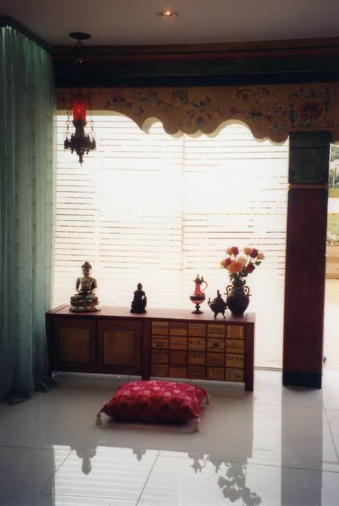 Living room by CMSP Arquitetura + Design