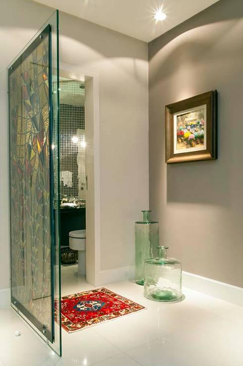 Hall do Lavabo: Banheiros modernos por CMSP Arquitetura + Design